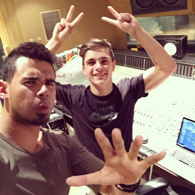 Afrojack, Martin Garrix - Turn Up The Speakers